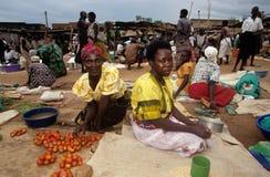 Targowa scena w wiosce, Uganda Zdjęcie Stock