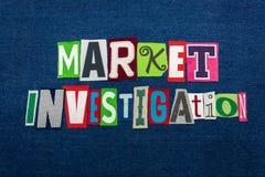 TARGOWEGO dochodzenia teksta słowa kolaż, wielo- barwiona tkanina na błękitnym drelichu, nowego rynku pojęcie zdjęcia stock