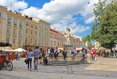 Targowego kwadrata - dziejowy i turystyczny centre miasteczko w Lviv, Ukraina Zdjęcie Stock