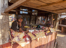 Targowy kram z mięsem w Afryka Obrazy Stock