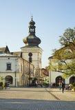 Targowy kwadrat i zegarowy wierza w Krośnieńskim Polska zdjęcie royalty free