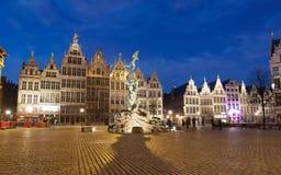Targowy kwadrat W Antwerpen Przy nocą obrazy stock