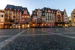 Targowy kwadrat w starym miasteczku Mainz, Niemcy przy zmierzchem Obrazy Stock