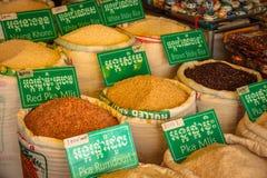 Targowy produkt spożywczy Cambodia miejscowego rynku siem przeprowadza żniwa obrazy royalty free