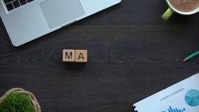 Targowy słowo robić sześciany, akcyjna mapa, przyrost i zmniejszanie inwestycje, zbiory