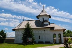 Targsoru Vechi κοντά σε Ploiesti, Ρουμανία - 26 Ιουνίου 2018: Άποψη του κτηρίου και του προαυλίου εκκλησιών μοναστηριών Turnu που Στοκ Εικόνα