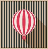 Tarjeta abstracta del vintage con el globo y el fondo del aire caliente hechos de rayas Fotografía de archivo