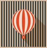 Tarjeta abstracta del vintage con el globo y el fondo del aire caliente hechos de rayas Imagen de archivo