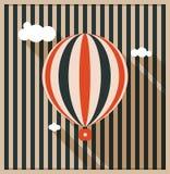 Tarjeta abstracta del vintage con el globo y el fondo del aire caliente hechos de rayas Fotos de archivo libres de regalías