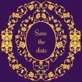 Tarjeta adornada floral de la invitación con la antigüedad, la violeta de lujo y el ornamento del vintage del oro, bandera del vi Foto de archivo libre de regalías