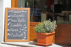 Tarjeta al aire libre del menú del restaurante Imagen de archivo