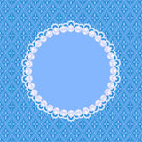 Tarjeta azul de la invitación con las perlas blancas Fotografía de archivo libre de regalías