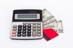 Tarjeta, billetes de dólar y calculadora de crédito Imagenes de archivo