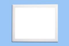 Tarjeta blanca del capítulo o de la etiqueta de plástico en azul fotografía de archivo