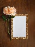 Tarjeta color de rosa y en blanco del inglés para el texto en la madera Fotos de archivo libres de regalías