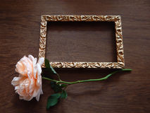 Tarjeta color de rosa y en blanco del inglés para el texto en la madera Fotos de archivo