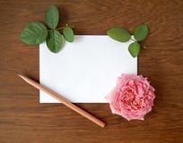 Tarjeta color de rosa y en blanco del inglés para el texto en la madera Imágenes de archivo libres de regalías