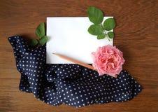 Tarjeta color de rosa y en blanco del inglés para el texto en tela Imagen de archivo libre de regalías