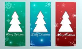 Tarjeta con el árbol de navidad y los copos de nieve con cumplidos Foto de archivo libre de regalías