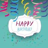 Tarjeta con la cinta e insignia con feliz cumpleaños Fotografía de archivo libre de regalías