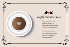 Tarjeta con la taza de café el día del ` s de la tarjeta del día de San Valentín Foto de archivo libre de regalías