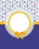 Tarjeta con las flores del azafrán en el paño combinado Imagen de archivo libre de regalías