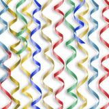 Tarjeta con los bobinadores de cintas en modo continuo multicolores al día de fiesta Foto de archivo