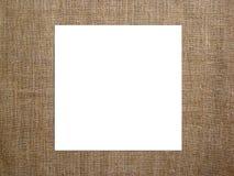 Tarjeta cuadrada en blanco con en la lona Maqueta para exhibir sus ilustraciones Fotos de archivo