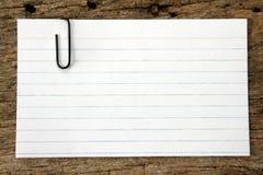 Tarjeta de índice y clip de papel Fotografía de archivo libre de regalías