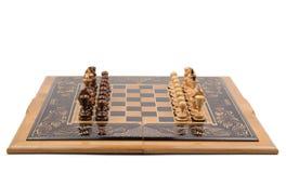 Tarjeta de ajedrez con las piezas de ajedrez Foto de archivo libre de regalías
