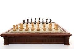 Tarjeta de ajedrez y pedazos de ajedrez Fotografía de archivo libre de regalías