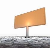 Tarjeta de anuncio anaranjada grande pegada en tierra seca Imágenes de archivo libres de regalías