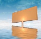 Tarjeta de anuncio anaranjada pegada en agua Fotos de archivo libres de regalías