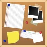 Tarjeta de aviso del corcho fotos de archivo libres de regalías