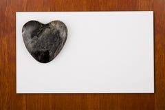 Tarjeta de Blannk con el corazón de piedra Fotos de archivo