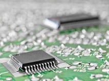 Tarjeta de circuitos con dos chipes de silicio Fotografía de archivo libre de regalías