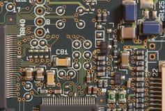 Tarjeta de circuitos con los resistores y los microprocesadores Fotos de archivo libres de regalías