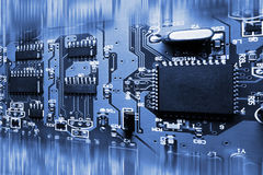Tarjeta de circuitos electrónicos azul abstracta Fotos de archivo