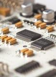 Tarjeta de circuitos electrónicos blanca Imágenes de archivo libres de regalías