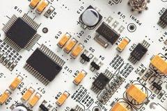 Tarjeta de circuitos electrónicos blanca. tapa fotos de archivo libres de regalías
