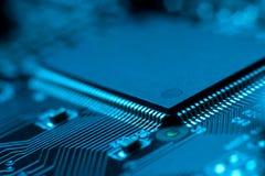 Tarjeta de circuitos electrónicos con el procesador Fotografía de archivo libre de regalías