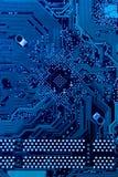 Tarjeta de circuitos en azul frío Foto de archivo libre de regalías