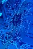 Tarjeta de circuitos en el azul 4 Fotos de archivo