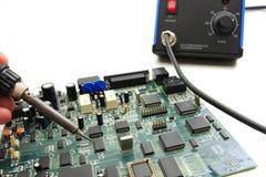 Tarjeta de circuitos que suelda Imagen de archivo