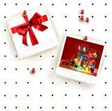 Tarjeta de clavija con los marcos de la foto fotos de archivo libres de regalías