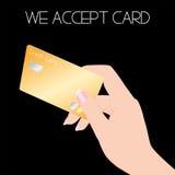 Tarjeta de crédito con la mano de la mujer Fotos de archivo libres de regalías