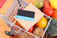 Tarjeta de crédito sin contacto, panier de papel y frutas con las verduras, pagando hacer compras imagen de archivo libre de regalías