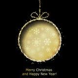 Tarjeta de felicitación abstracta de Navidad con la bola de oro de la Navidad Fotografía de archivo libre de regalías