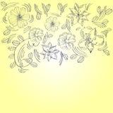 Tarjeta de felicitación amarilla con las flores Foto de archivo libre de regalías
