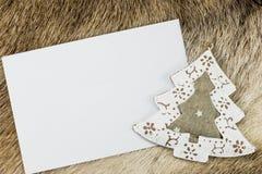 Tarjeta de felicitación con el árbol de navidad Fotografía de archivo libre de regalías